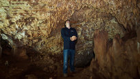 В одной из пещер на территории Израиля обнаружены останки  человека разумного , жившего примерно 55 тысяч лет назад по соседству с неандертальцами и обладавшего некоторыми их чертами, что подтверждает возможность контактов между предками человека и первыми человекообразными обитателями Европы.