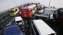 Инцидент, в ходе которого столкнулись около 100 транспортных средств, произошел возле международного аэропорта Инчхон (Южная Корея).
