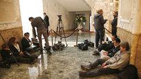 Недавние переговоры в  нормандском формате  глав России, Германии, Франции и Украины поставили своеобразный мировой рекорд по своей продолжительности. Около пятисот журналистов со всего мира много часов терпеливо ждали каждый кадр, каждое слово, каждое движение или жест переговорщиков.