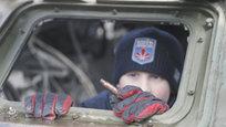 Больше всего от войны страдают самые незащищенные: старики и дети. В Новороссии погибли дети, точное количество пока не установлено. Малыши страдают не только от телесных ран. Никто не может сказать, какую психологическую травму получили юные жители Донбасса. Приведем свидетельства украинских СМИ о том, что происходит с детьми в зоне военных действий и теми беженцами, которые оказались на Украине.