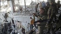 Сотрудники МЧС ДНР обнаружили накануне под обломками Донецкого аэропорта около 30 тел украинских  киборгов . Для разбора завалов привлечены силы МЧС, ополчения, а также волонтеры.