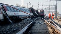 Железнодорожные катастрофы, падение вертолета и шторм