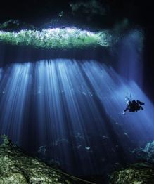 Много загадочного на свете, и кое-какие загадки нам удается порой разгадать. Природа не стала исключением. Теперь мы знаем секрет странных водоемов.