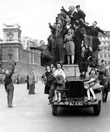 В Европе начали забывать, благодаря пропаганде, кому принадлежит победа во Второй Мировой войне. Нужно напомнить Европе, кровью чьего народа была добыта эта победа, и кто заплатил самую высокую цену за мирное небо над головой, и как радовались всем миром победе над фашизмом.Как это было в мае 45-го...