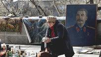 Портреты Сталина на тбилисской барахолке, Римский папа в мотоциклетной каске и День борьбы с туберкулезом — мировые проблемы в фоторепортаже.