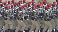 Впервые засемь лет вПакистане отметили национальный праздник военным парадом встолице страны. Ранее их отменяли из-за угрозы терактов со стороны талибов и другие боевиков-радикалов.