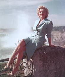 Самой раскрученной секс-бомбе Голливуда Мэрилин Монро исполнилосьбы 90 лет. Уже более 53 лет ее нет на этом свете, но живучи мифы об этой кинодиве.