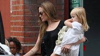 Анджелина Джоли не любит свою родную дочь Шайло-Нувель, утверждает Брэд Питт, во всяком случае, она почти не общается со своей старшей родной дочерью, которой, к слову, всего пять лет.