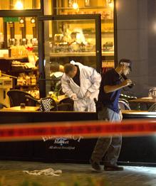 Теракт в Израиле совершили двое палестинцев, сообщил пресс-секретарь полиции страны Мики Розенфельд.