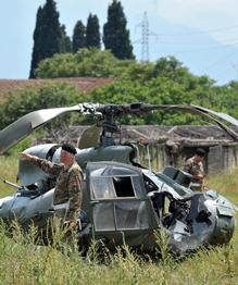 Индийские пилоты благополучно катапультуровались, когда их самолет падал на жилые районы. Русский летчик Сергей Еременко ценой своей жизни увел падающую машину подальше от домов.