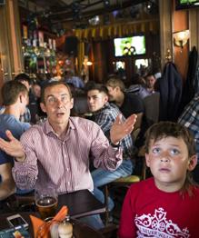 Игра Сборной России по футболу на Чемпионате Европы во Франции заставила болельщиков в очередной раз вспомнить грустную сентенцию про фанеру и Париж.