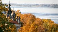 Плес - один из древнейших городов на Волге. Уже более восьми веков стоит он на крутом берегу, на полпути между Костромой и Кинешмой.
