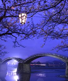 Мосты существуют, чтобы объединять людей. Переброшенная через яму доска — тоже мост. Но среди мостов есть архитектурные шедевры.