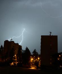 Разрушительная сила стихий обрушилась в последние дни на многие страны мира.