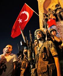 Попытку переворота в Турции предприняло командование ВВС и жандармерия.