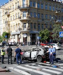 В Киеве в результате взрыва автомобиля погиб известный журналист Павел Шеремет.