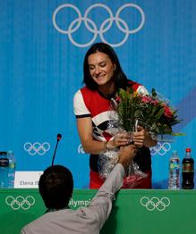 США теряют шансы на проведение Олимпийских игр в 2024 году из-за антиамериканских настроений, усиливающихся среди членов Международного олимпийского комитета (МОК).  Заявка Лос-Анджелеса на проведение Олимпийских игр в 2024 году столкнется с определенными последствиями , — заявил один из членов МОК на условиях анонимности. Результат голосования по стране — хозяйке Олимпиады-2024 может решить мнение даже нескольких человек.
