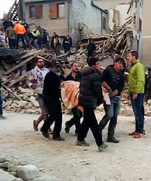По последним данным, в результате сильного землетрясения в Италии погибли как минимум 14 человек.