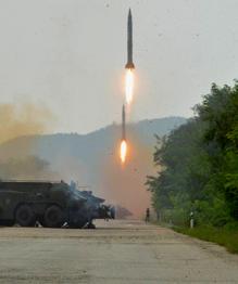 Корея запустила три баллистические ракеты в сторону Японского моря.