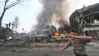 На Суматре самолет упал на жилой квартал