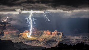 Национальная метеорологическая служба США проводит фотоконкурс  Погода в фокусе . На суд жюри свои работы представляют как профессионалы, так и любители, которым посчастливилось запечатлеть красивые атмосферные явления.
