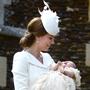 В церкви Святой Марии Магдалины в Сандрингеме (графство Норфолк) глава Англиканской церкви архиепископ Кентерберийский Джастин Уэлби крестил британскую принцессу Шарлотту, дочь герцогини Кембриджской Кейт и ее супруга принца Уильяма.