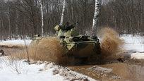 Российская армия укрепляет свою обороноспособность прекрасными образцами военной техники. Недавно минобороны России приняло на вооружение новый бронетранспортер БТР-82А.
