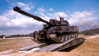 Основной боевой танк современных сухопутных войск Великобритании  Челленджер-2  (Challenger 2) разработан фирмой Vickers Defence Systems в 1988 году.