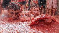 26 августа 2015 года в испанском городе Буньоль (провинция Валенсия) начался юбилейный 70-й фестиваль помидорных боев - знаменитая La Tomatina.