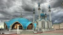 Сегодня мусульмане России и всего мира начинают отмечать главный праздник в Исламе — Курбан-байрам, который в 2015 году приходится на 24-26 сентября. В этот праздничный день предлагаем зайти в главную джума-мечеть республики Татарстан и Казани, которая расположена на территории Казанского кремля, в мечеть Кул-Шариф.
