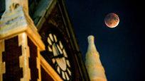 Очень необычное явление -  кровавую  Луну - наблюдали жители Земли в ночь на 28 сентября.