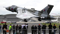 Один из крупнейших в мире аэрокосмических салонов —  Фарнборо-2012 - открылся в Великобритании. В нем принимают участие представители из 40 стран, в том числе из России. Впервые за несколько лет на авиашоу не смогла попасть пилотажная группа  Русские витязи .