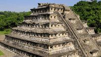 Тайны пирамид безуспешно пытаются разгадать ученые. В основном их гипотезы не стоят выеденного яйца.