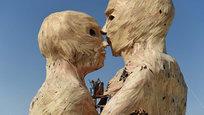 Горящие геи, годовалый панда и парад бикини