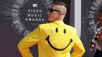 Стало общим местом утверждение, что на церемониях вручения музыкальных наград чаще всего более заметны наихудшие образцы стиля. Прошедшая премия MTV Video Music Awards (VMA) не стала в этом смысле исключением. Представляем классику жанра — плохой вкус звезд и выпендреж.