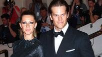 Журнал Forbes обнародовал ежегодный рейтинг знаменитых пар с самым большим совместным доходом. Первое место заняли супермодель Жизель Бундхен и ее супруг, игрок в американский футбол Том Брэди. За год они заработали на двоих 76 миллионов долларов (вклад Жизель составил 45 млн).