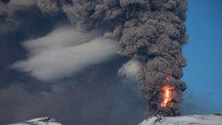 Извержение вулкана Баурдарбунга началось на северо-востоке Исландии. Ледяная страна славится на весь мир своими вулканами. Их на острове больше 140.