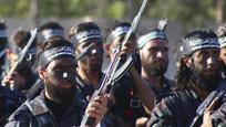 Бригада  Ахрар аш-Шам  и  Фронт ан-Нусра , в отличие от  Исламского государства  и филиала  Аль-Каиды  в Сирии, не признаны Соединенными Штатами террористическими организациями. Однако Вашингтон остается под подозрением из-за своих связей с  Аль-Каидой , тем более что один из основателей был близок к лидеру  Аль-Каиды  Айману аз-Завахири.