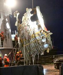 И днем, и ночью продолжатся поисковые работы в Черном море