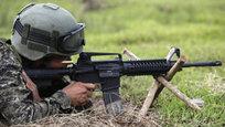На вооружение филиппинской армии поступило более 50 тысяч единиц нового американского автомата M4 калибром 5,56 миллиметра. Это оружие должно частично заменить у филиппинских военных тоже американские штурмовые винтовки M-16 и M-16A1, которыми они были вооружены еще несколько десятилетий назад. хотя ранее Филиппины вели переговоры с концерном  Калашников , намереваясь опробовать его в своих климатических условиях и уже потом сделать выводы о его массовых закупках. Но…