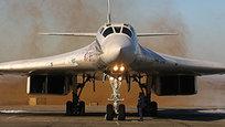 Ту-160 — самый большой сверхзвуковой самолет в мире, самый грозный бомбардировщик и самое грациозное оружие. По классификации НАТО, эти стратегические бомбардировщики носят название  Черный Джек  (а на американском сленге –  дубинка ). Однако наши пилоты окрестили их  Белыми лебедями  - и это больше похоже на правду.
