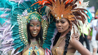 Каждый год в Нью-Йорке, в Бруклине, громкой музыкой и ярким парадом отмечается День Карибской культуры. Празднования, называемые также Днем Вест-Индии, напоминающие некий карнавал, проходят традиционно в День труда — национальный праздник в США, отмечаемый в первый понедельник сентября. Традиционно День труда празднуется большинством американцев как символический конец лета. Карибские красавицы стремятся в этот день выглядеть как никогда красиво. Отметим, что это время года в России называют бабьим летом. Короче, День карибских красоток  по-ихнему  — это бабье лето  по-нашему !