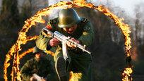 Народно-освободительная армия Китая (НОАК) — таково официальное название вооружённых сил Китайской народной республики, крупнейших по численности в мире. Там, по последним данным, на действительной службе числится около 2 390 000 человек. Плюс к этому в этой стране есть еще и и Народная вооружённая милиция Китая, где служит около 1,3 миллиона человек, вооруженных стрелковым оружием. И совершенно не удивительно, что Запад, включая США, опасается с Китаем  связываться . И не только потому, что там солдат много. Еще и потому, что готовят их к войне жестко, грамотно и даже безжалостно.