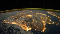 Согласно расчетам, произведенным специалистами NASA, в период с 2017 года по 2113 год на нашу планету могут прилететь более 400 разных космических объектов. Большинство из них могут иметь диаметр около ста метров. Неужели такая красота будет сметена с лица Земли? Мы смотрим в космос, а космос смотрит на нас.