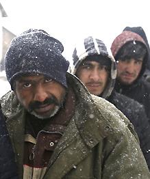 Беженцы: не утонуть, так замерзнуть?