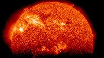 На поверхности Солнца произошла мощнейшая с 2012 года вспышка, направленная в сторону Земли, сообщает  Интерфакс . Нынешнее солнечное возмущение может повредить системы энергоснабжения, а также нарушить спутниковую и радиосвязь. Апогей воздействия на нашу планету придется на воскресенье, 14 сентября 2014 года. Вызванная вспышкой магнитная буря может отразиться на состоянии здоровья метеочувствительных людей и вызвать сбои в работе техники.