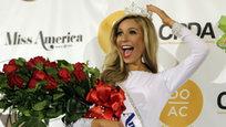 Финальный этап конкурса  Мисс Америка-2015  состоялся в Атлантик-Сити. Победительницей этого конкурса стала дочь эмигрантов из России - 23-летняя представительница штата Нью-Йорк Кира Казанцев.