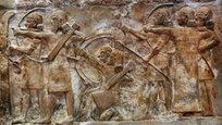 За пять тысячелетий на территории Месопотамии оставили свой неизгладимый след многочисленные цивилизации: от ассирийцев и аккадцев до вавилонян и римлян. Эти древние города, дворцы и храмы, заполненные произведениями монументального искусства, разбросаны по территории нынешнего северного Ирака и восточной Сирии. Музейные работники из Ирака и Сирии предупреждают об опасности, угрожающей предметам старины в этом регионе со стороны боевиков Исламского государства.