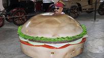 Индийский дизайнер Судхакар Ядав за 30 лет создал более 200 автомобилей в форме повседневных предметов.