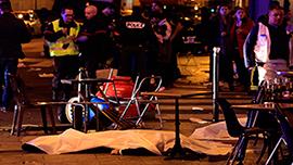 Несколько взрывов прогремели в районе стадиона Stade de France в пригороде Парижа, предположительно погибли несколько человек. Ранее в десятом округе французской столицы неизвестный злоумышленник открыл по посетителям кафе огонь из автомата Калашникова. Сообщается также о захвате более 100 заложников.